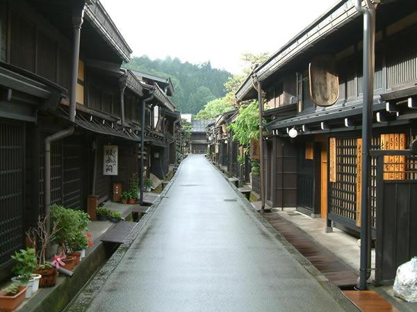 Tokyo-Nagoya-Gokayama- Tateyama-Kurobe Alpine Rout...